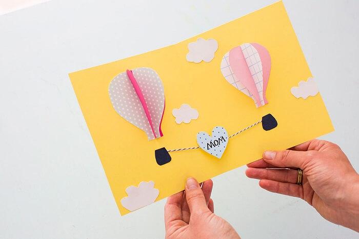 Как в ватсапе найти поздравительные открытки